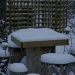 Ka talvel, kui enamus aiast on suhteliselt raagus siis mõjub laud omamoodi mustriga
