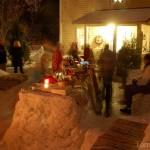 Peolaud sai pikk ja lookas ning täidetud külaliste poolt kingituseks küpsetatud pirukate ja suupistetega.